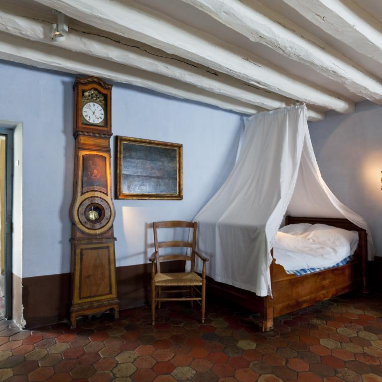 Épicerie-cuisine-chambre à coucher des aubergistes.