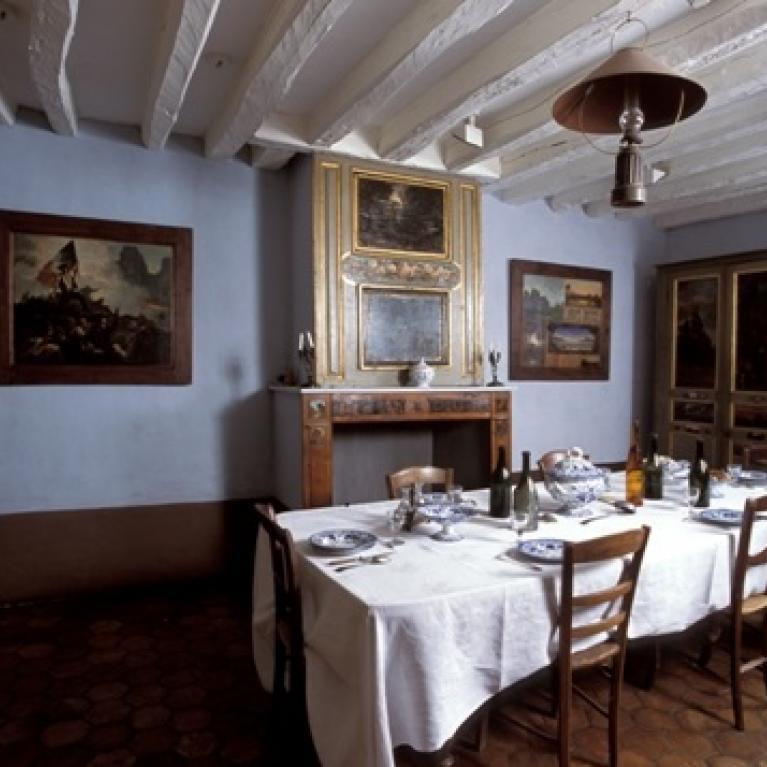 Intérieur salle à manger.